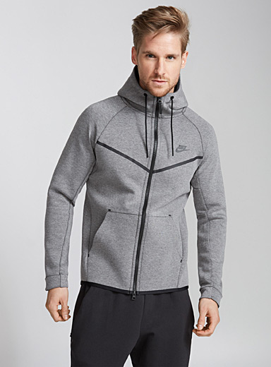 Le sweat capuche tunnel Windrunner