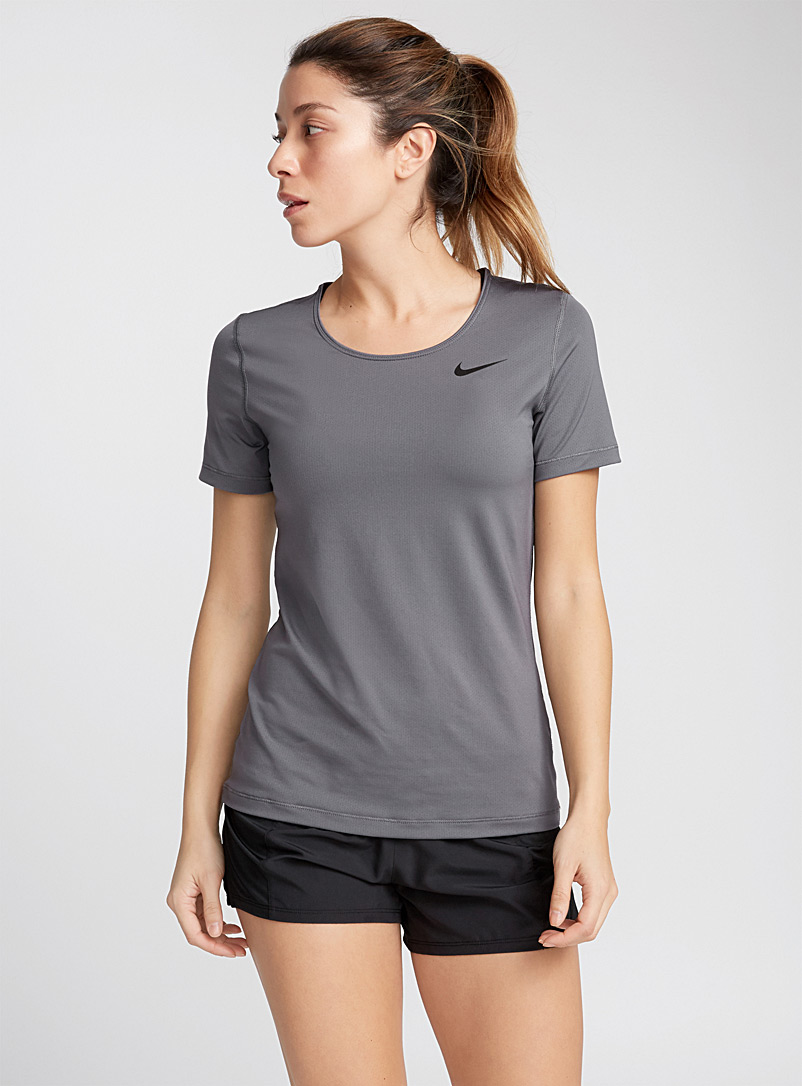 le-tee-shirt-microperfore-nike-pro