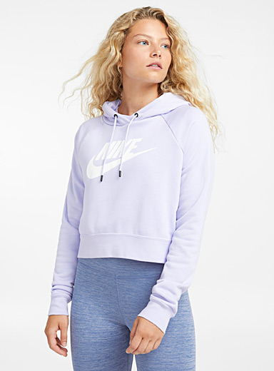 Le sweat à capuche court