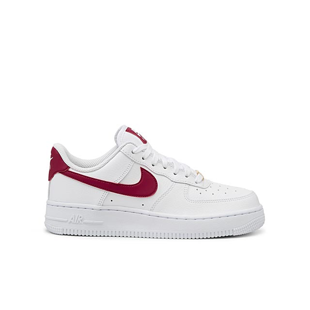 le-sneaker-air-force-1-07-accent-framboise-femme