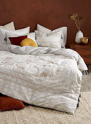 Embroidered oasis duvet cover set
