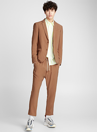 Muted rusty fluid jacket <br>Semi-slim fit
