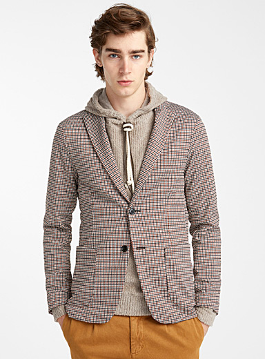 Caramel accent houndstooth jacket <br>Semi-slim fit