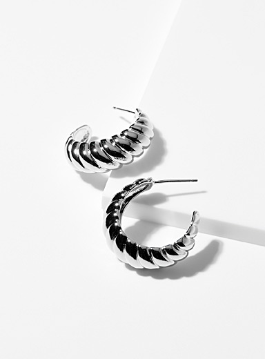 Shiny twisted hoop earrings