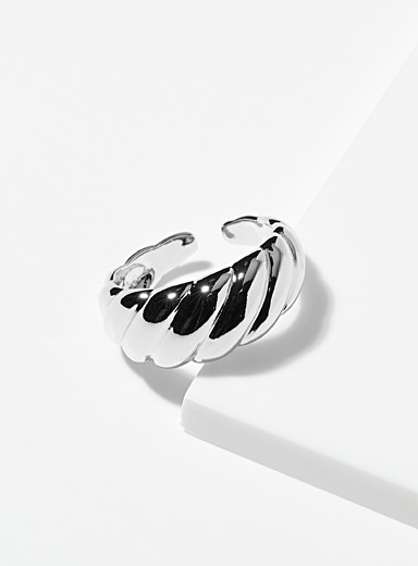 Twisted embossed ring