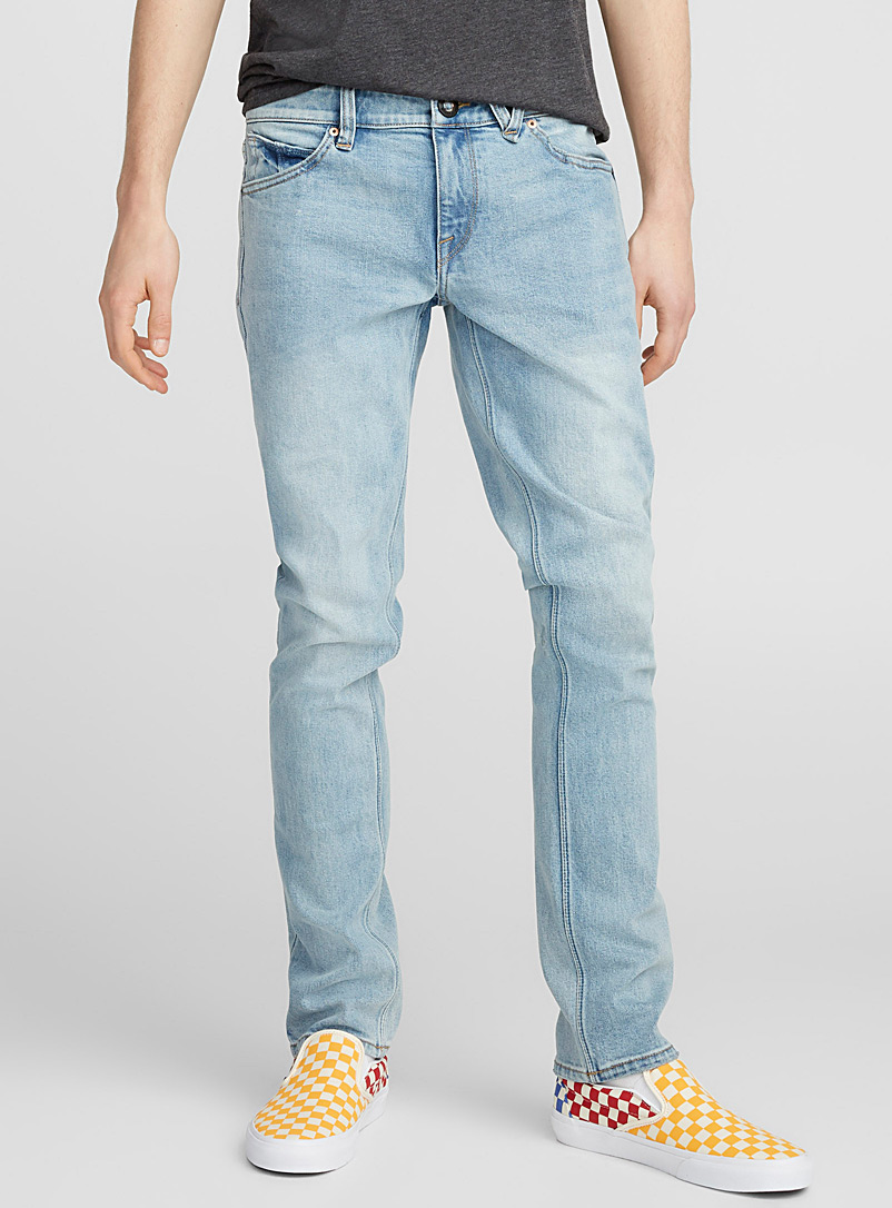 le-jeans-delave-blanchi-br-coupe-ajustee