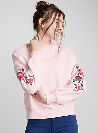 Le sweat broderies florales