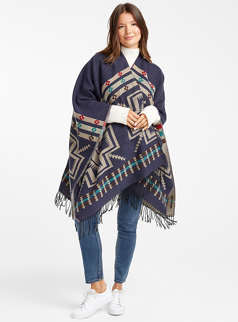 Travel-inspired shawl - Capes & Ponchos - Patterned Blue