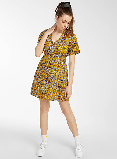 Horn-like button printed dress