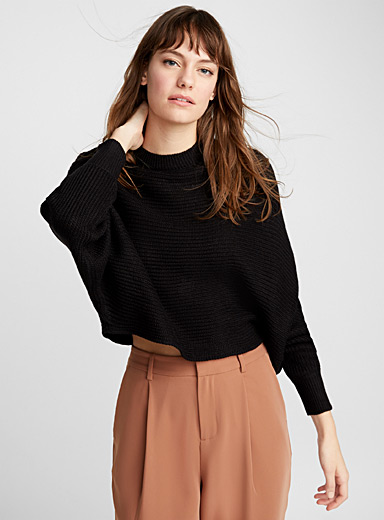 Horizontal-rib cropped sweater