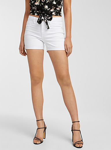 Slim-fit mid-rise short