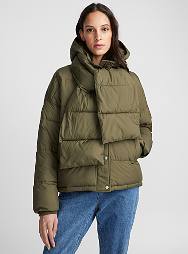 Attached-scarf puffer jacket