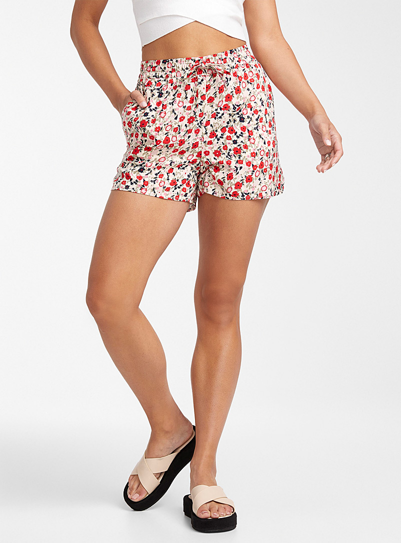 Vero Moda Patterned Red Eco-friendly viscose floral short for women