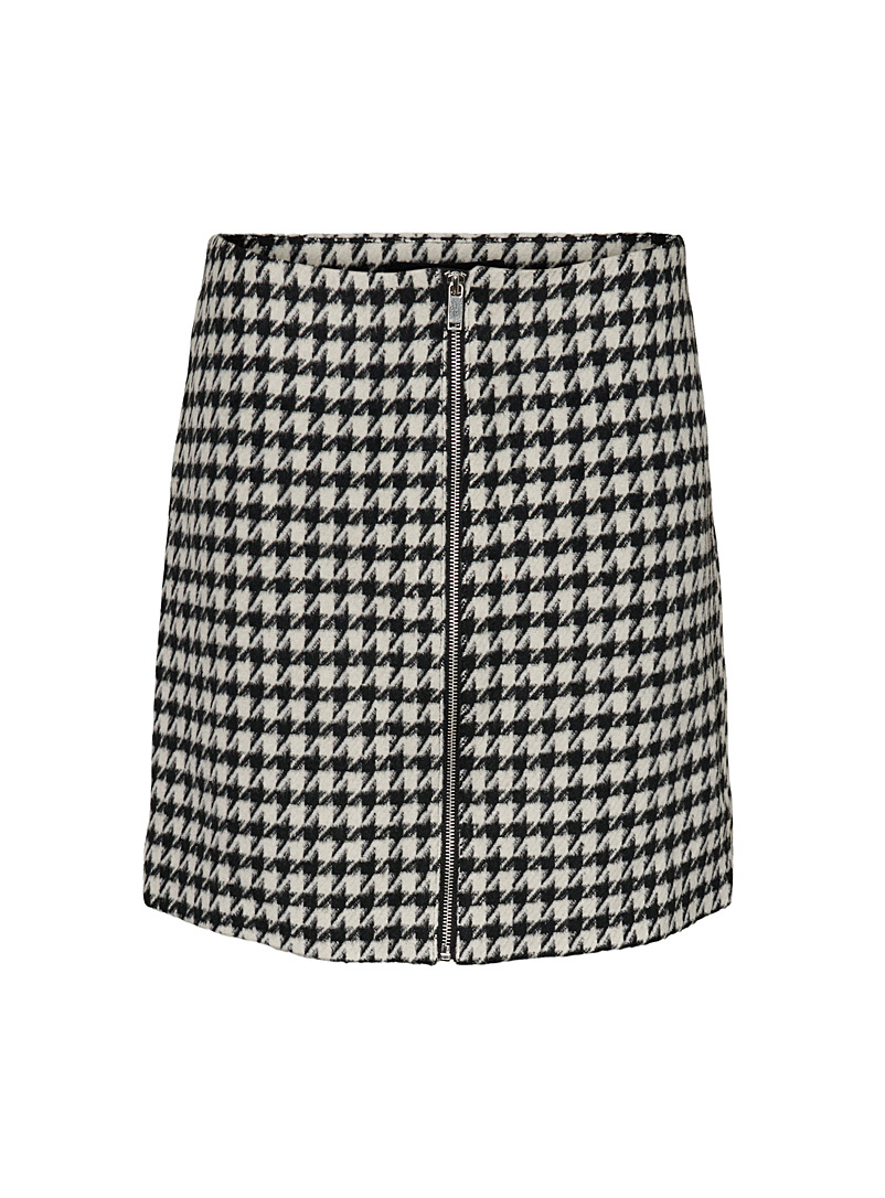 Vero Moda Black and White Houndstooth zipped skirt for women