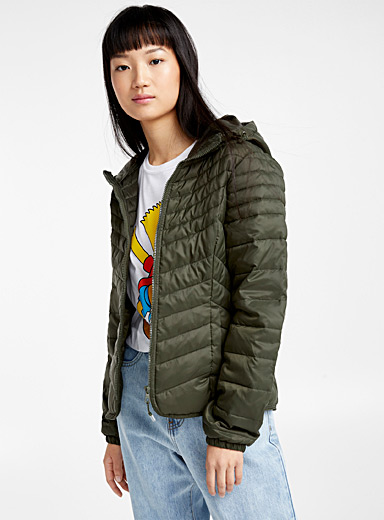 Packable monochrome puffer jacket