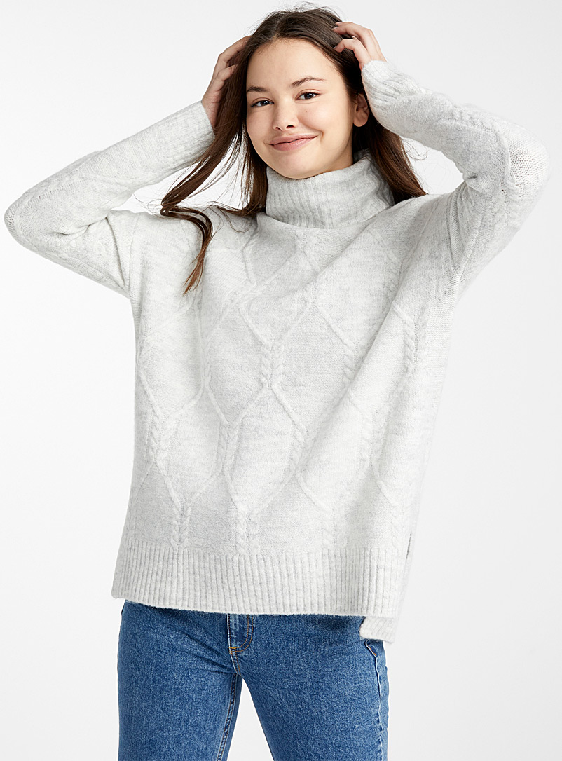 loose-octagon-knit-turtleneck