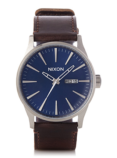 La montre Sentry Leather bleue