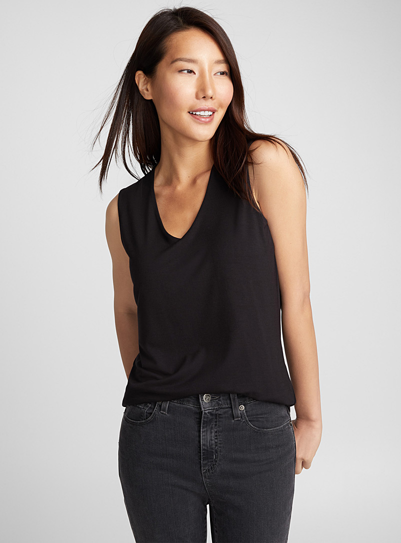 minimalist-v-neck-tank-top