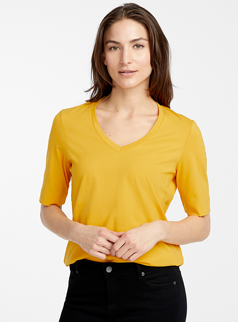 Contemporaine: Le t-shirt col V coton SUPIMA* Jaune or pour femme