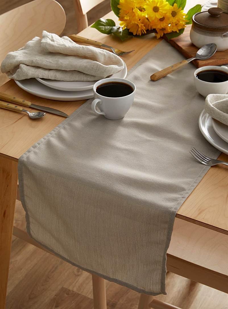 Simons Maison: Le chemin de table chambray taupe 33 x 180 cm Assorti