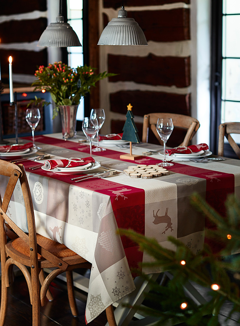 festive-patchwork-tablecloth