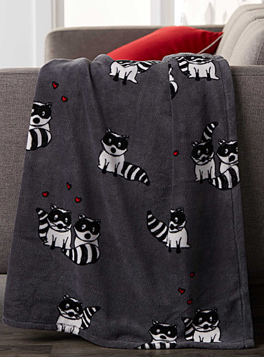 Raccoons-in-love microfibre throw  130 x 180 cm