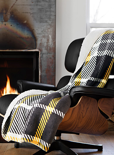 Reversible faux-shearling zigzag check throw  130 x 150 cm