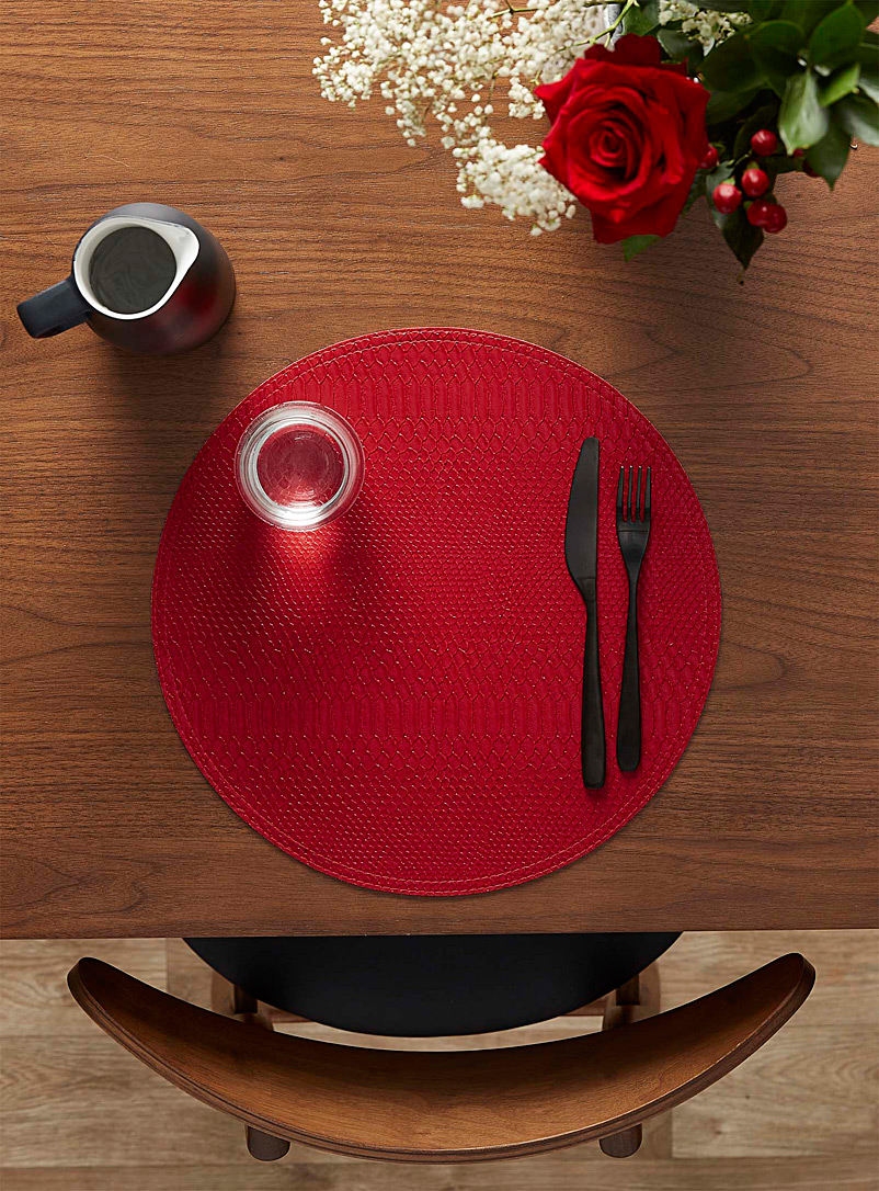 Croc-like reversible placemat