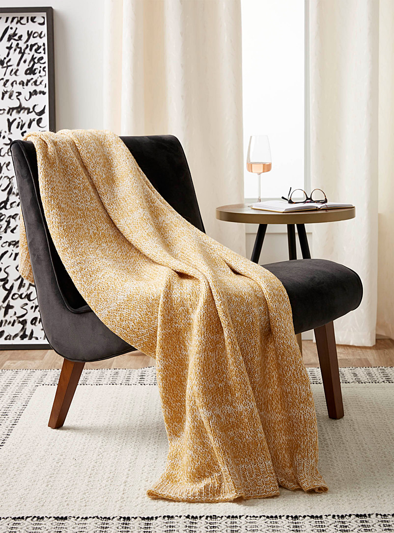 mustard-knit-throw-br-130-x-150-cm