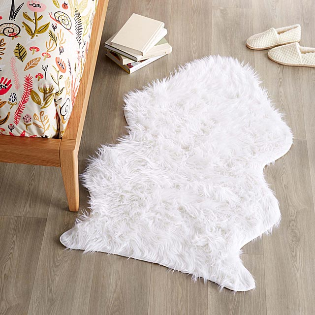 plush-decorative-floor-rug-75-x-125-cm