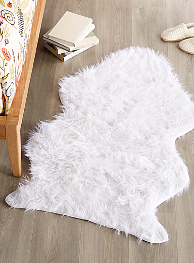 Plush decorative floor rug <br>75 x 125 cm