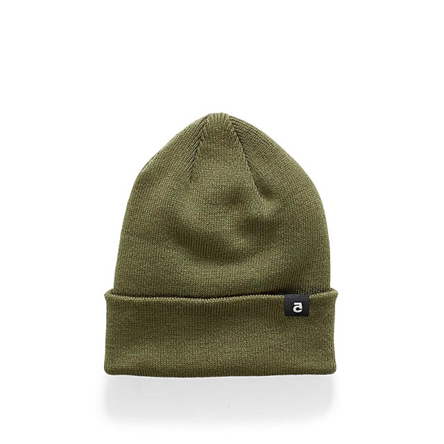 reflective-detail-cuffed-tuque