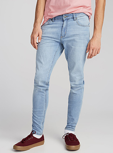 Le jeans délavé Spray On <br>Coupe ajustée