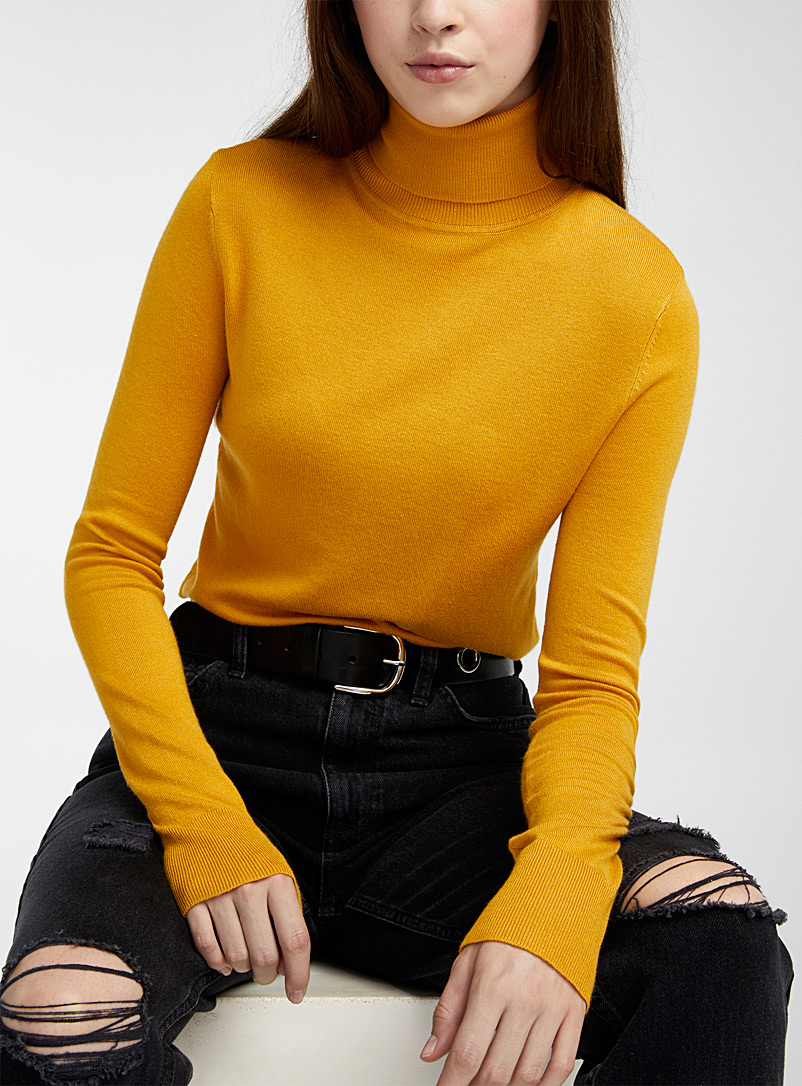 Twik Black Thin-knit basic turtleneck for women