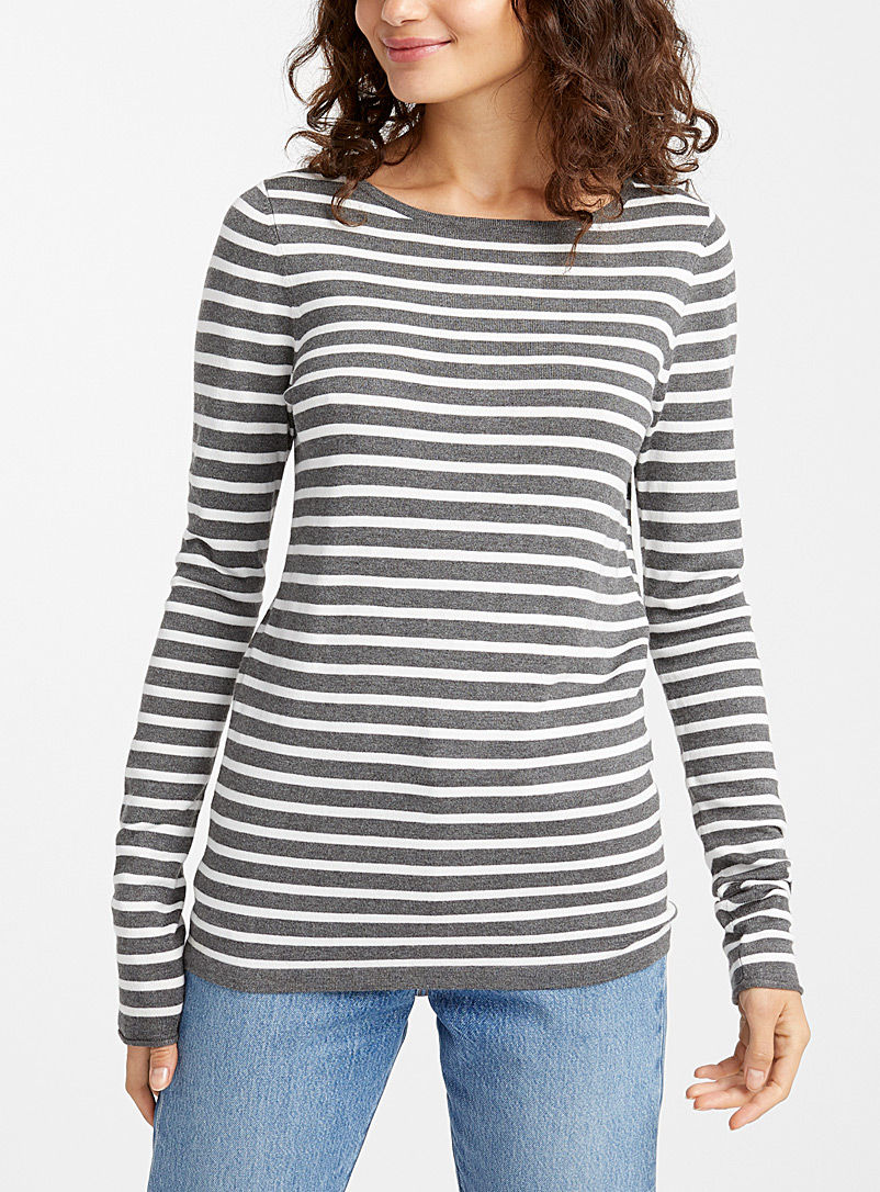 Le pull col rond rayé