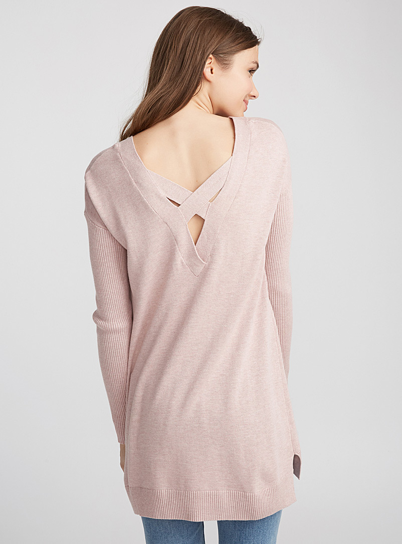 le-pull-dos-croise-accent