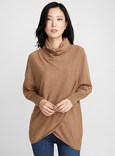 Loose crossover turtleneck