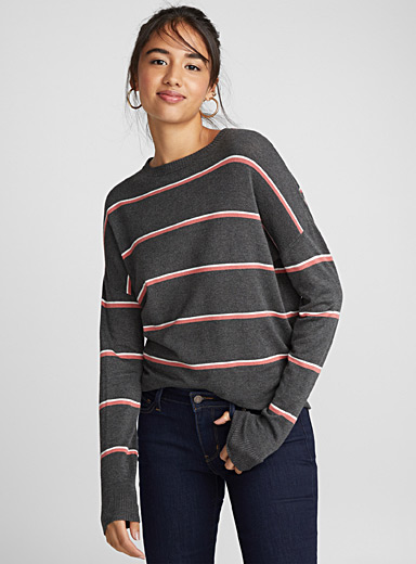 Two-tone thin stripe sweater