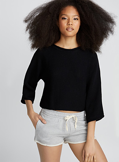 Wide-sleeve cropped sweater