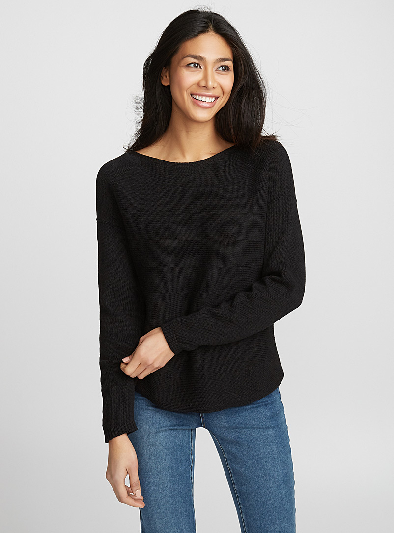 rounded-hem-loose-sweater