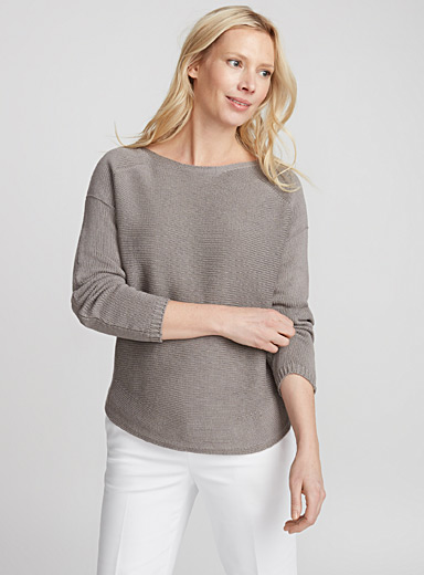 Rounded-hem loose sweater