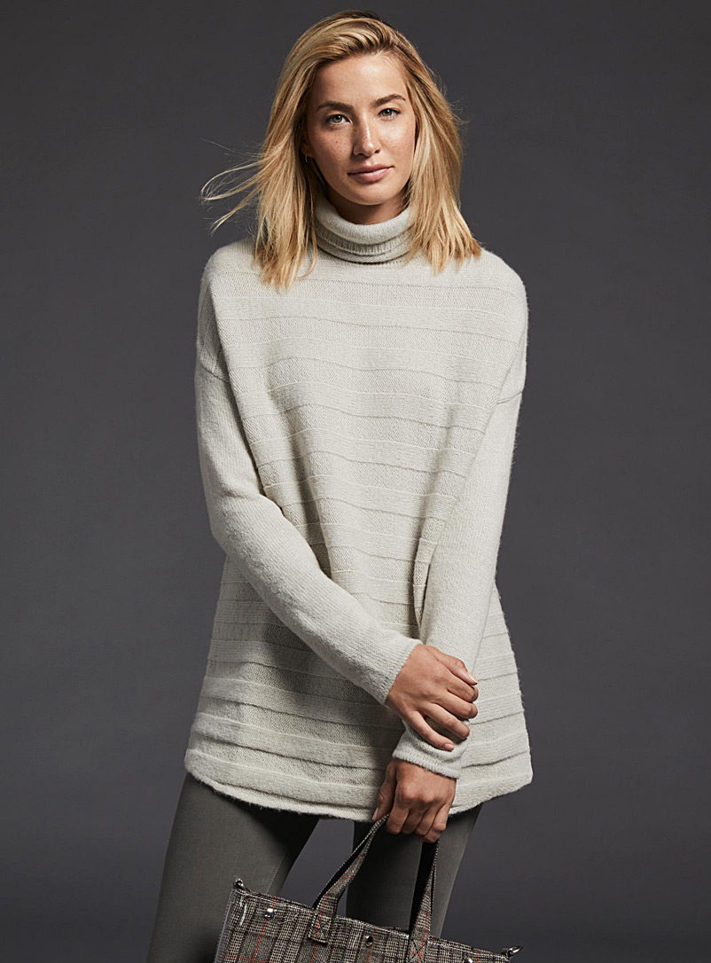 Embossed-stripe turtleneck - Sweaters - Ivory White