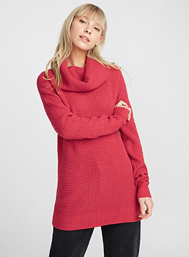 Le pull gaufré col tombant