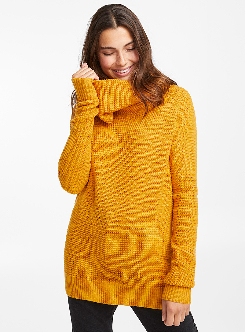 Le pull gaufré col tombant - Pulls - Jaune or