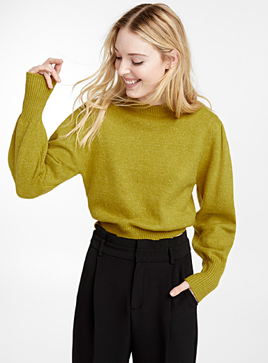 Leg-of-mutton sleeve sweater