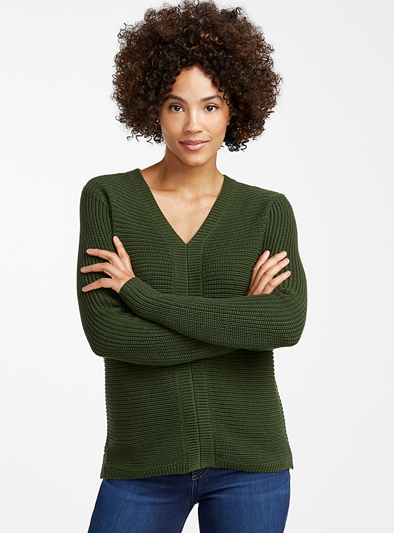 Horizontal-ribbed V-neck sweater - Sweaters - Mossy Green
