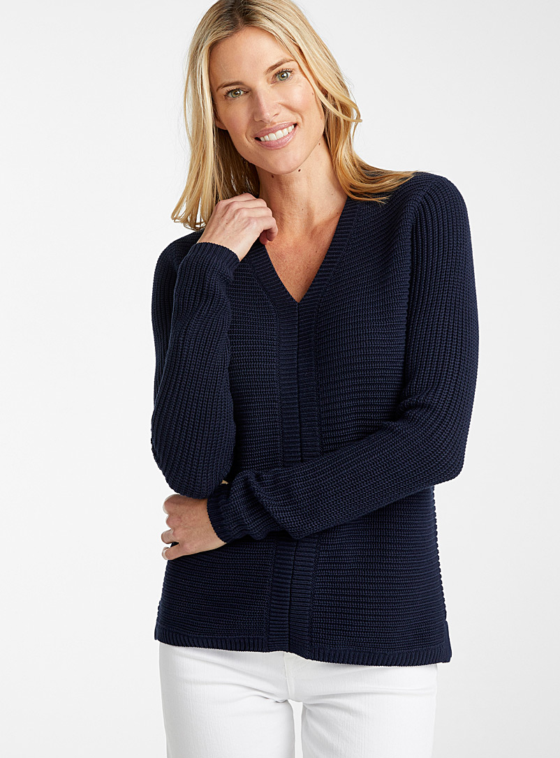 Horizontal-ribbed V-neck sweater