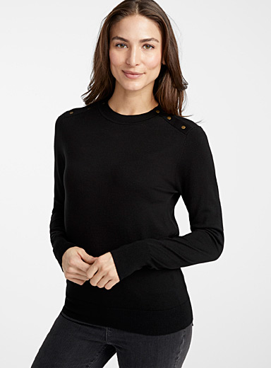 Button shoulder sweater