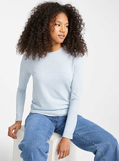 Le pull col rond rayures tressées