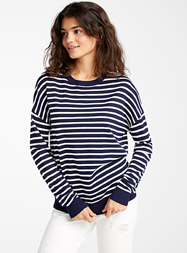 Le pull ample rayé tricot soyeux
